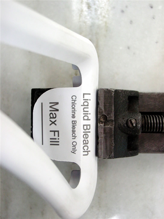 Use laser marking systems to mark packaging products with serial numbers.